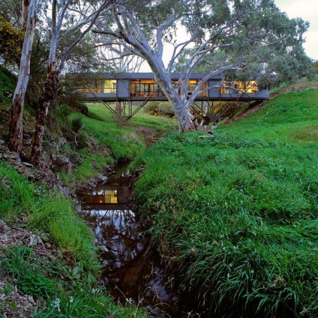 Bridge House by Max Pritchard Architect in Adelaide, Australia