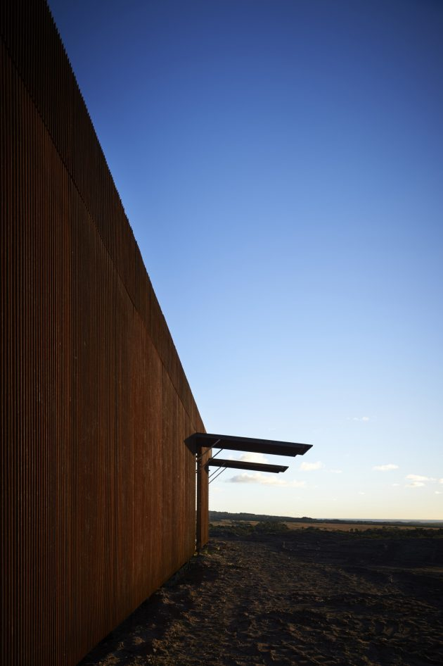 Tanderra House by Sean Godsell Architects in Victoria, Australia