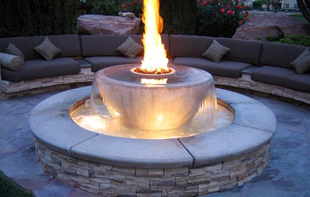 17 Extravagant Backyard Fireplaces & Fire Pits That Will Leave You Speechless