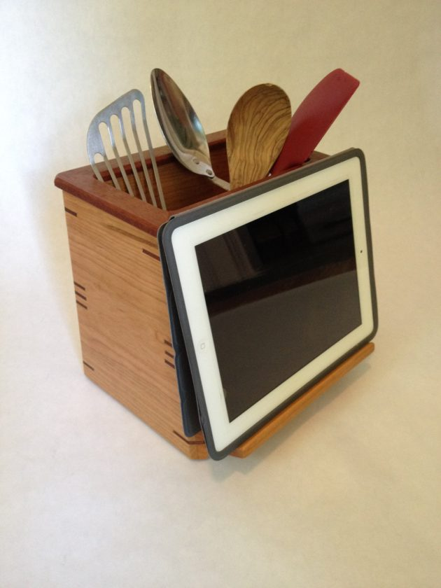 15 Amazing Housewarming Gifts In The Form of Handmade Kitchen Utensil Holders