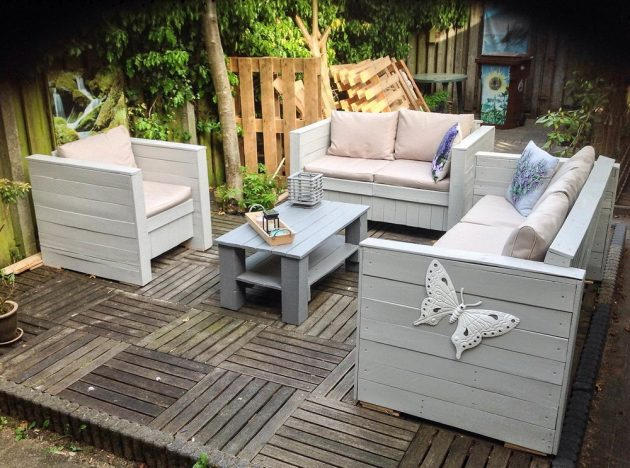 19 Insanely Awesome DIY Pallet Sofas That Are Worth Talking About