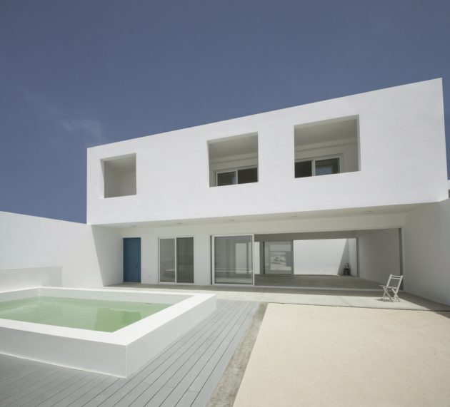 House in Estoril Beach by José Adrião Arquitectos in Praia do Estoril, Cape Verde