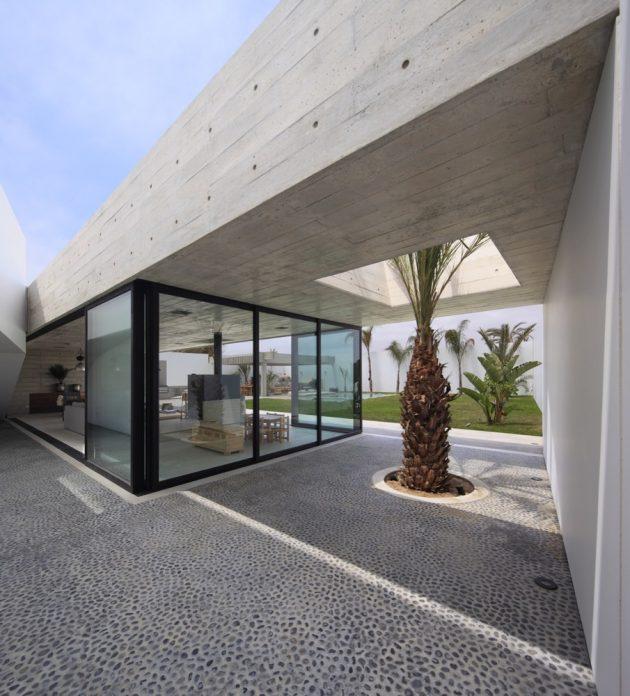 Paracas House by Llosa Cortegana Arquitectos in San Andres, Peru