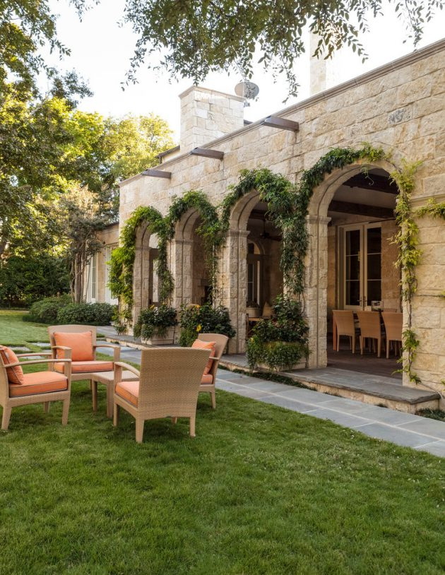 15 Beautiful Transitional Landscape Designs For A Private Backyard Paradise