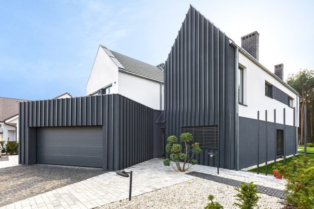 Fence House by mode:lina architekci in Borówiec, Poland
