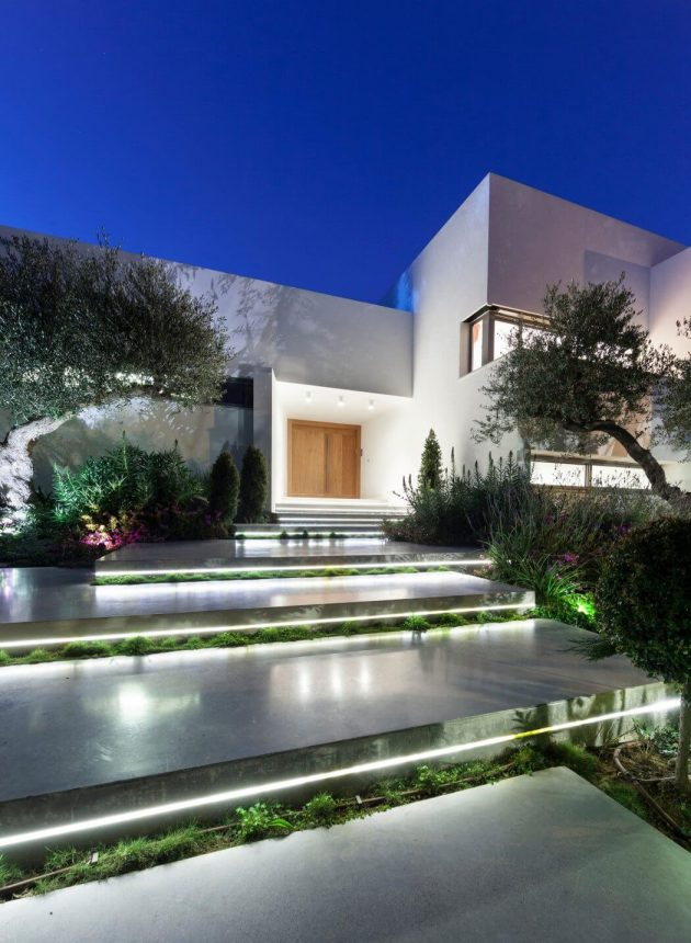 House in Savyon by Dror Barda Architects in Israel