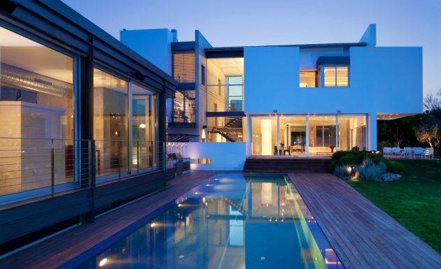 Villa in Ramat Gan by Dror Barda in Israel