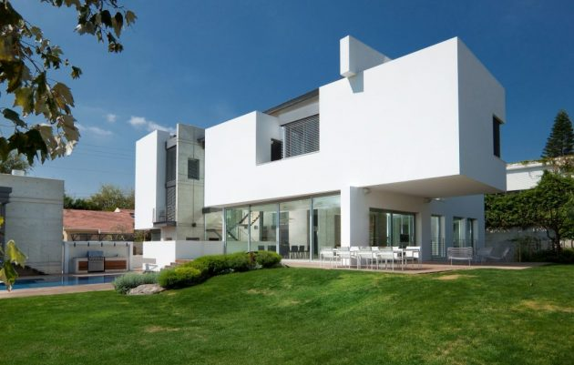 Villa in Ramat Gan by Dror Barda in Israel