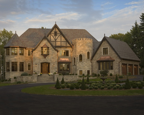 12 magnificent tudor house designs that are worth seeing for Tudor home designs