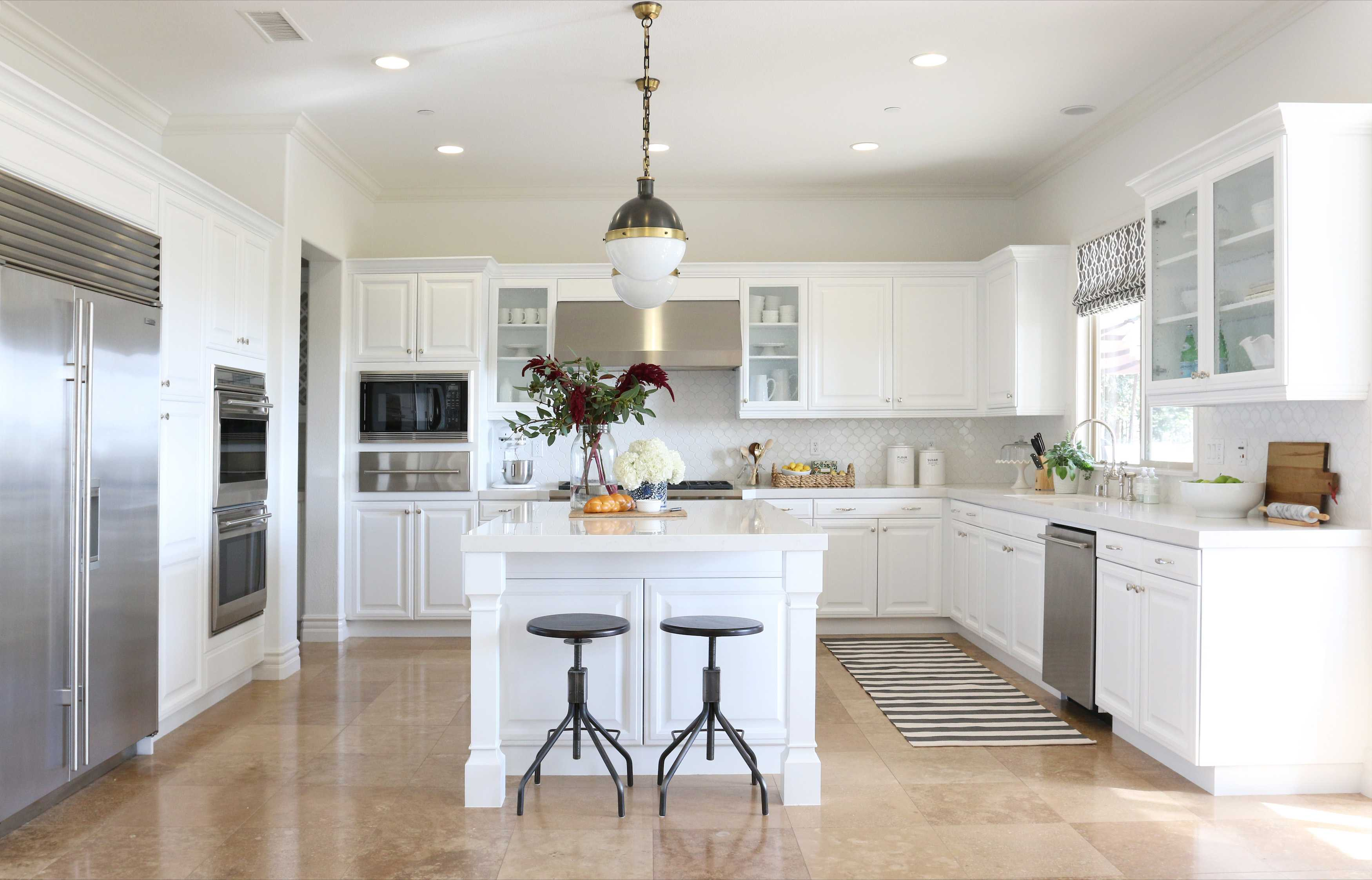 16 Stylish Ideas For Decorating White Kitchen