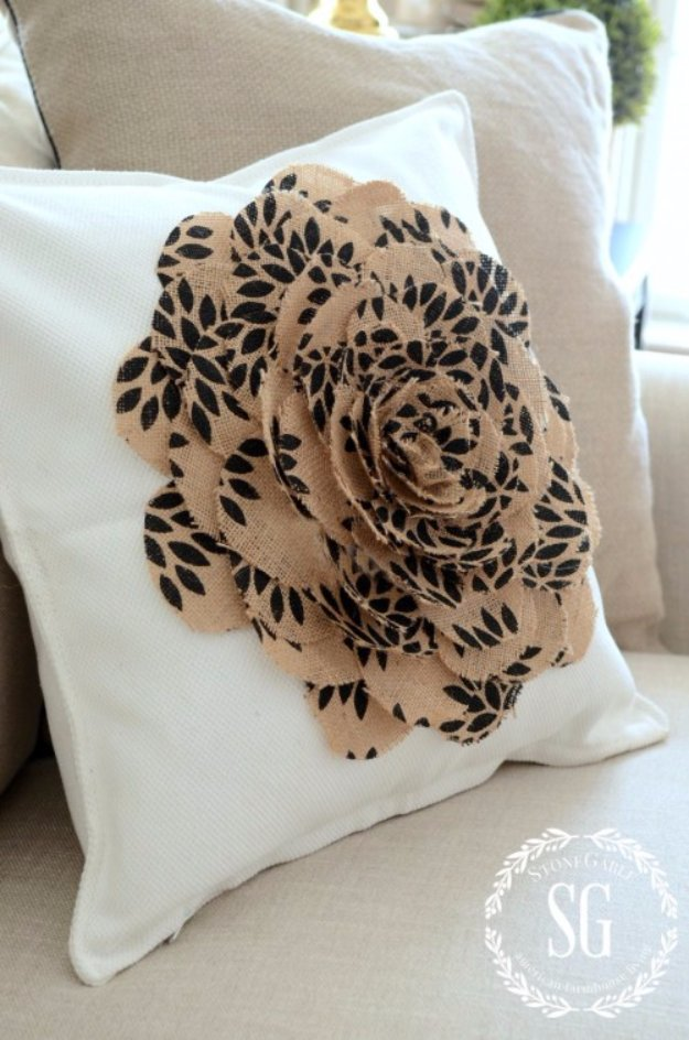 Diy Gold Throw Pillow : 16 Stylish DIY Pillow Designs That You Can Craft In A Matter Of Minutes