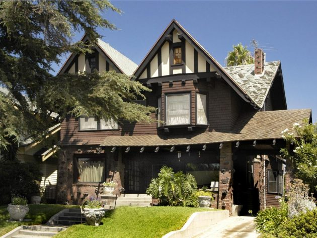 12 Magnificent Tudor House Designs That Are Worth Seeing