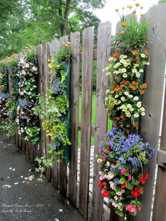 14 Fascinating DIY Ideas For Decorating Garden Fence