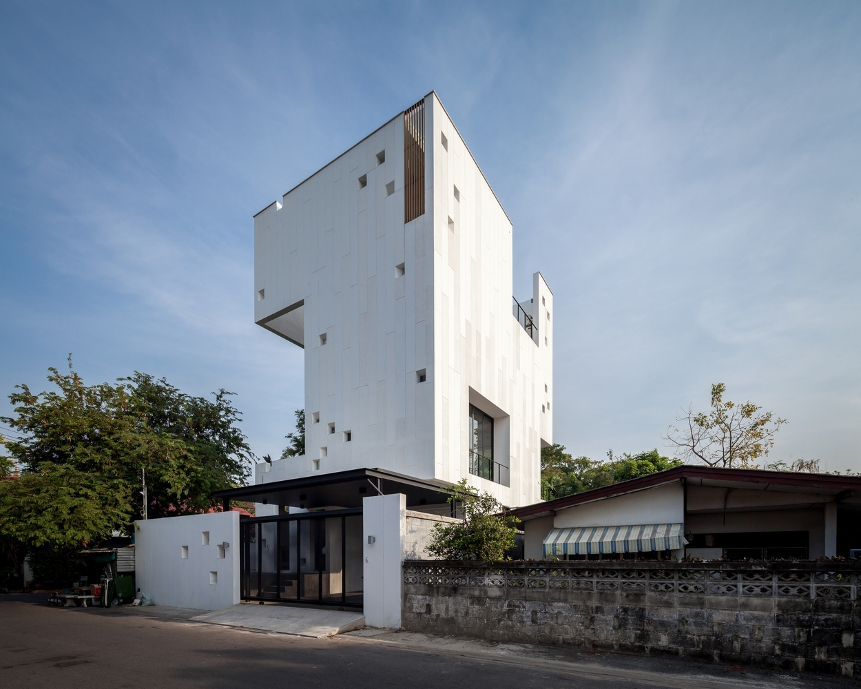 Aperture house by stu d o in bangkok thailand for Bangkok architecture