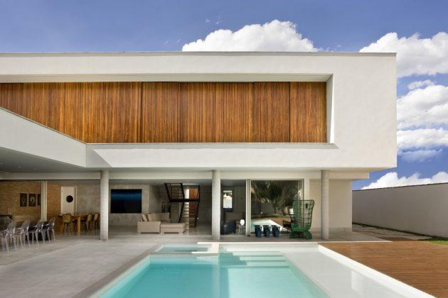 Jones House by Patricia Almeida Arquitetura in Brasilia, Brazil