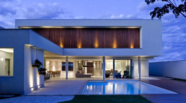 Jones House by Patricia Almeida Arquitetura in Brasilia, Brazil