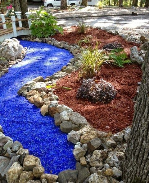 15 extraordinary ideas for landscaping the garden with for Different color rocks for landscaping