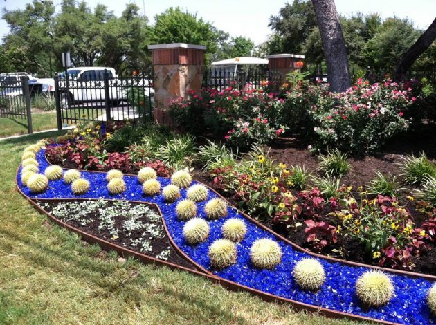 15 Extraordinary Ideas For Landscaping The Garden With Glass Mulch