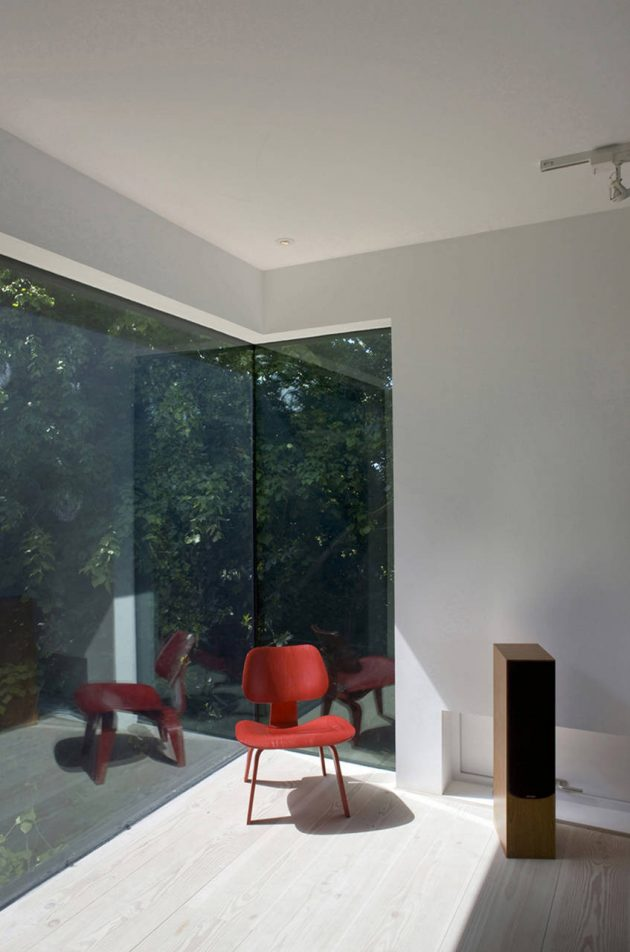 Welch House by The Manser Practice on the Isle of Wight in England