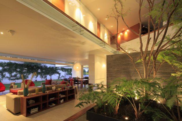 Casa Cuatro by Hernández Silva Arquitectos in Zapopan, Mexico