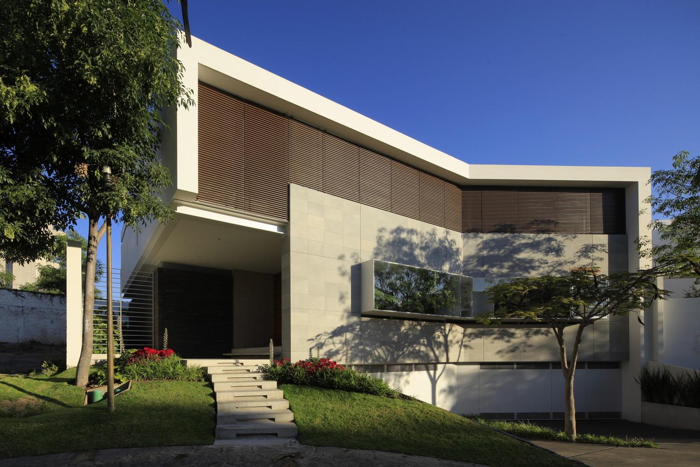 Casa cuatro by hern ndez silva arquitectos in zapopan mexico for Arquitectura moderna minimalista