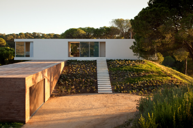House in Melides by Pedro Reis in Grândola, Portugal