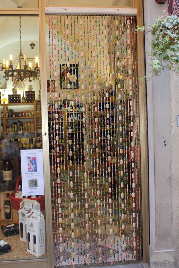 15 cool diy wine cork ideas you 39 ll want to craft right away for Immagini di tende da cucina