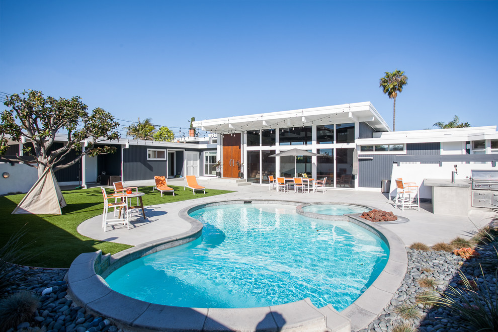 Outdoor Pool Landscaping Ideas