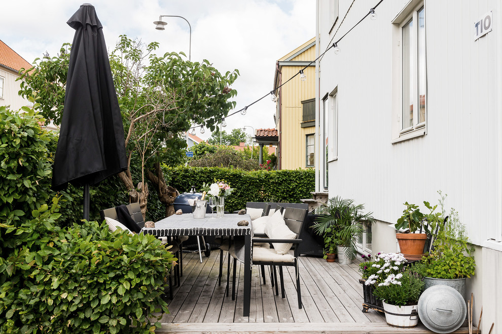 17 Simple Yet Beautiful Scandinavian Deck Designs For Your ... on Simple Back Deck Ideas id=59145