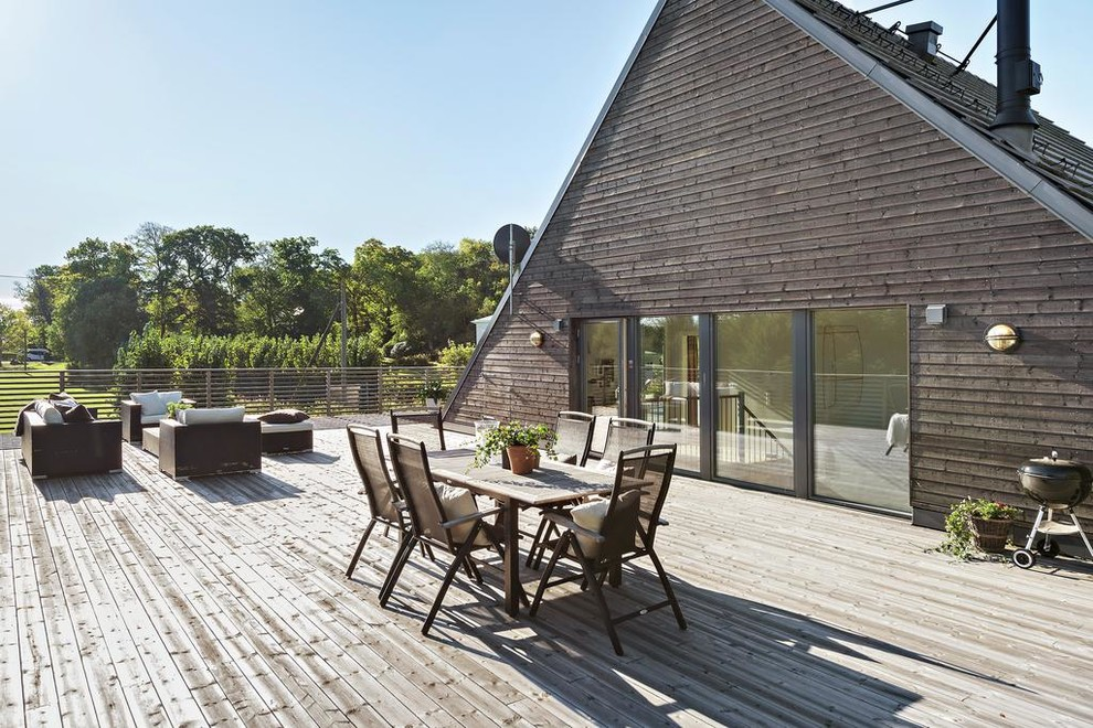 17 Simple Yet Beautiful Scandinavian Deck Designs For Your ... on Simple Back Deck Ideas id=31670