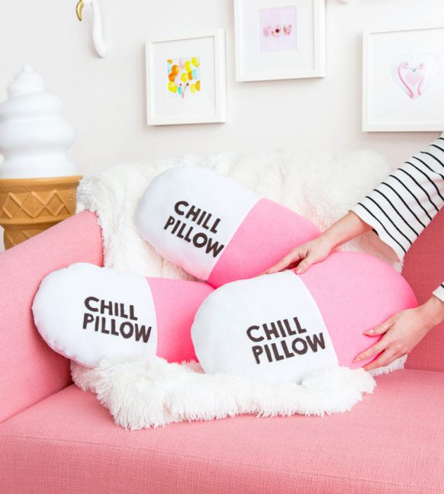 19 Fascinating DIY Pillows To Refresh Your Home For Free