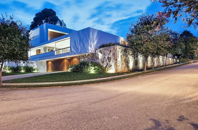 Urban Residence by Marcelo Sodré in Sao Paulo, Brazil