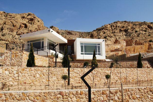 Villa No. 02 by ShaarOffice in Sadra City, Iran
