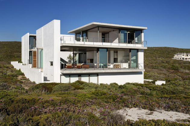 Pearl Bay Residence by Gavin Maddock Design Studio in South Africa