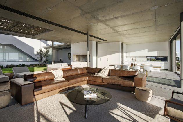 Pearl Bay Residence by Gavin Maddock Design Studio in South Africa