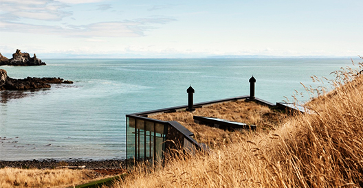 Seascape Retreat by Pattersons Associates On A New Zealand Beachside