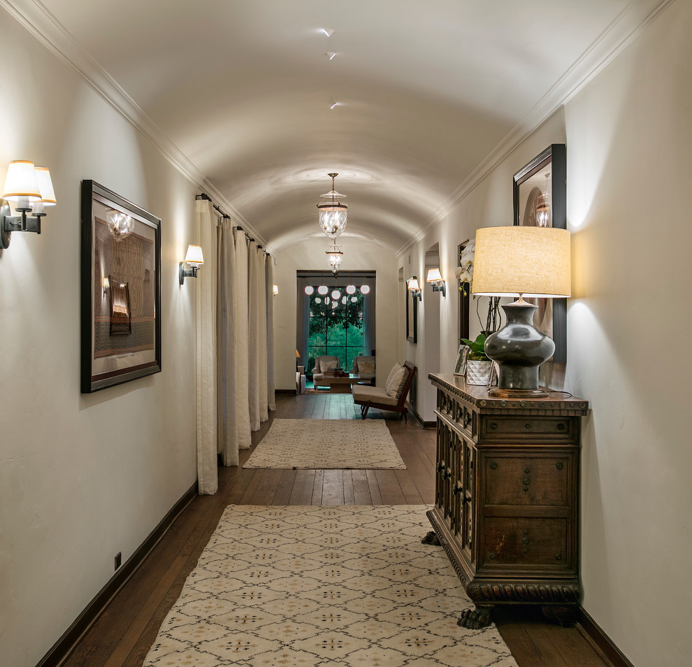 20 Graceful Mediterranean Hallway Designs That Will Overwhelm You With Elegance