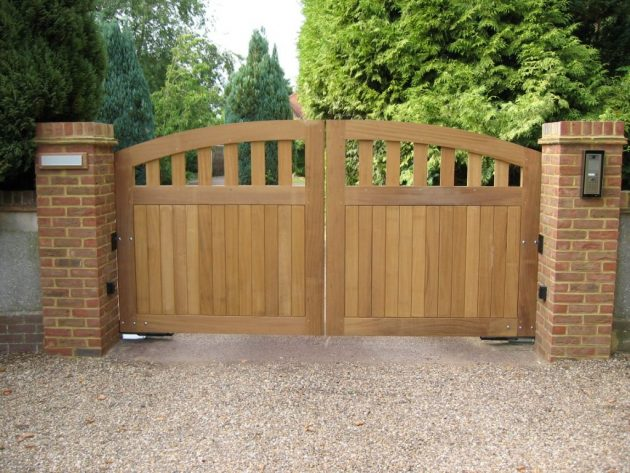 17 Irresistible Wooden Gate Designs To Adorn Your Exterior