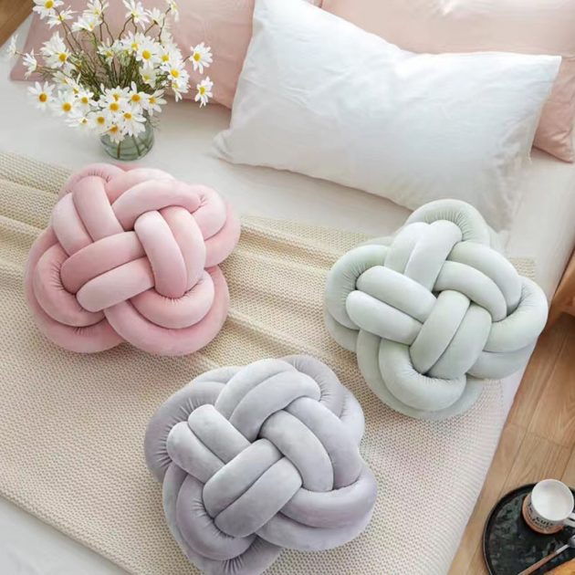 Extraordinary DIY Knot Pillows To Give New Appearance To Your Home
