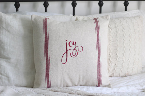 16 Adorable Handmade Christmas Pillow Designs Your Holiday Decor Lacks