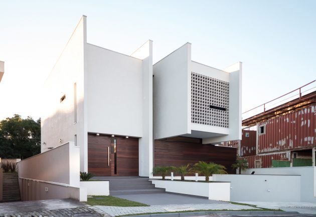 RK House by AP Arquitetos in Curitiba, Brazil