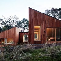 Two Halves House by Moloney Architects in Australia