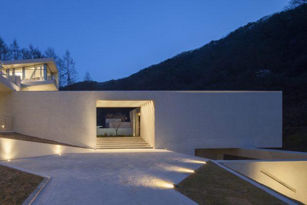 U Retreat by IDMM Architects in Hongcheon, South Korea