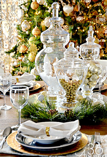 14. Glitter and Gold. 16 Blissful Christmas Table ... & 16 Blissful Christmas Table Decor Ideas That You Must See