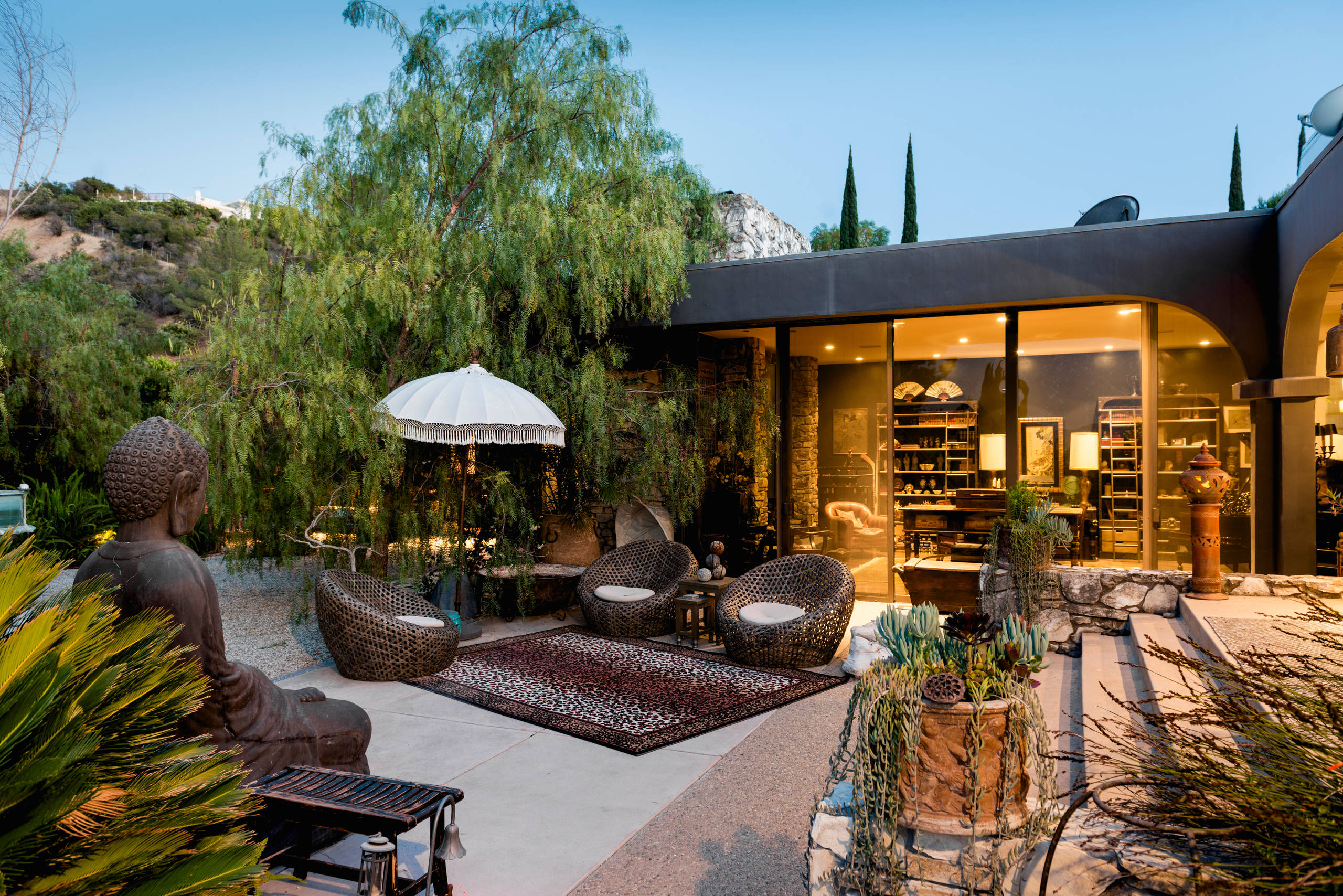 17 sophisticated asian patio designs you 39 ll obsess over - Garden patio ideas pictures ...
