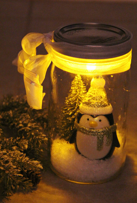 18 Wonderful DIY Christmas Mason Jar Ideas You Should Craft