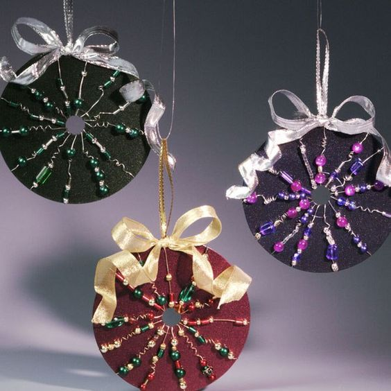 15 Last Minute DIY Christmas Decorations Made Of Old CD-Discs