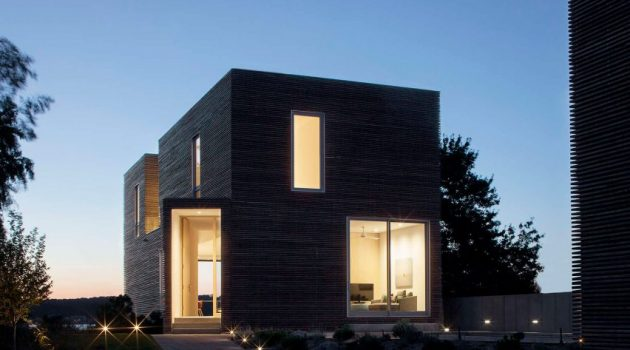 Quonochontaug House by Bernheimer Architecture on Rhode Island in New York