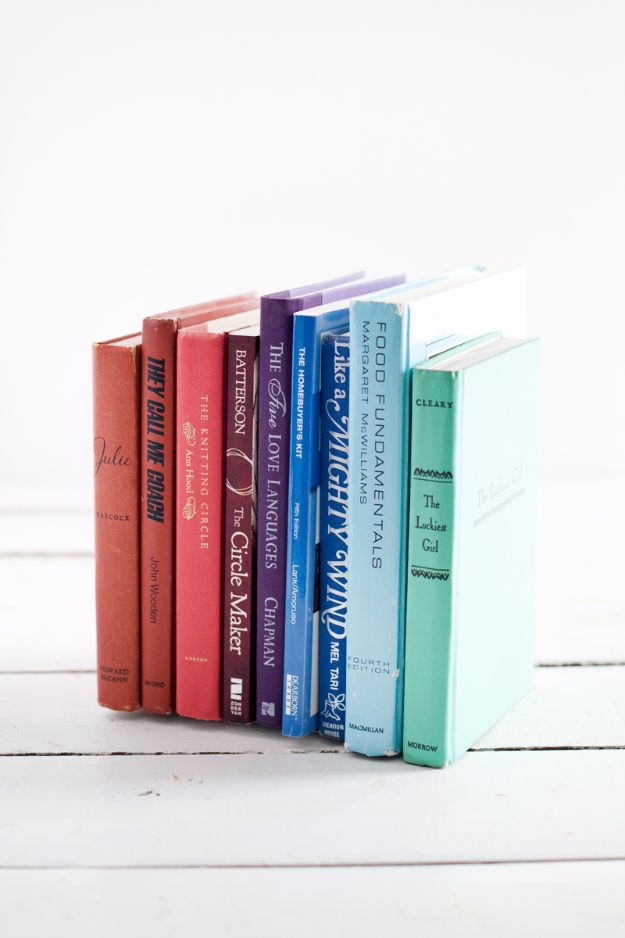 15 Awesome DIY Projects That Any Bookworm Will Craft