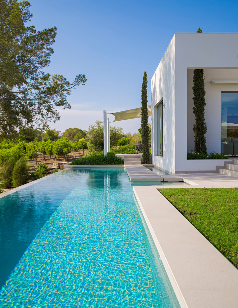 16 magnificent modern swimming pool designs that will make for Piletas minimalistas